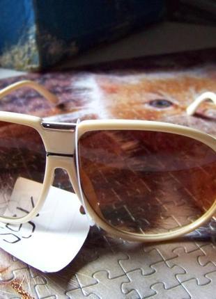 Распродажа солнцезащитные бежевые очки авиаторы с дымчатыми коричневыми линзами2 фото