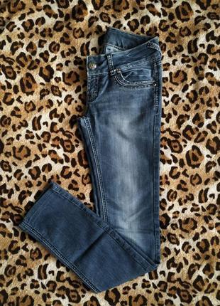 Прямые женские джинсы скинни
