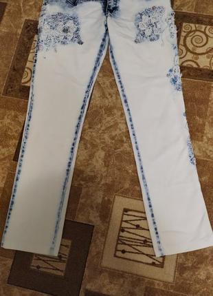 Очень красивые и стильные женские джинсы