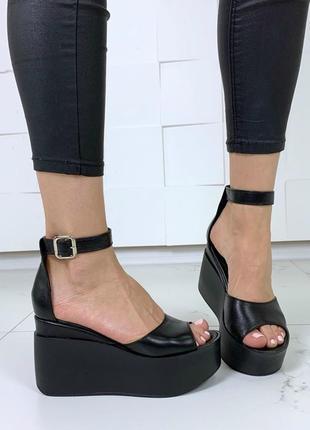 Босоножки, туфли на танкетке черные натуральная кожа с закрытой пяточкой