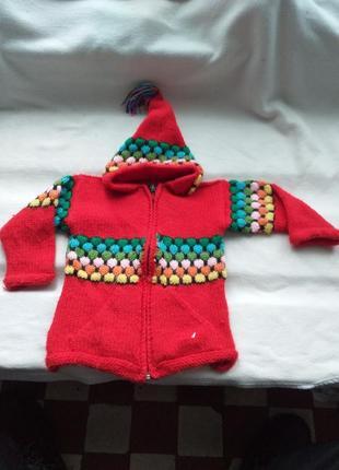 Кофта домашнего плетения с капюшоном.
