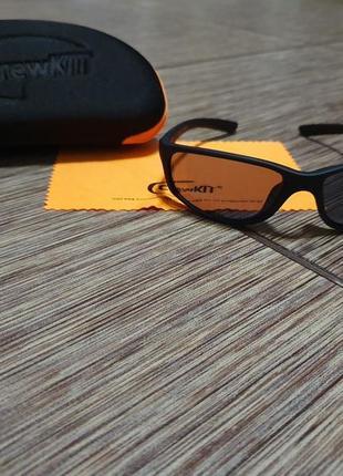 Спортивные солнцезащитные очки crew kit с футляром и салфеткой, новые