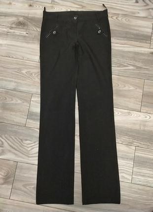 Плотные черные прямые брюки на высокую