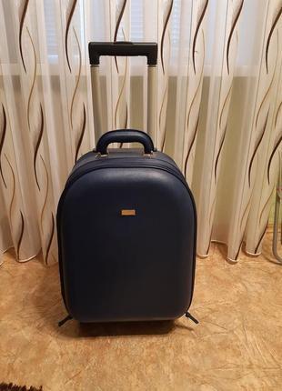 Стильный чемодан для путишествий.