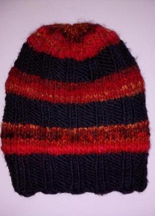 Теплая практичная шапочка