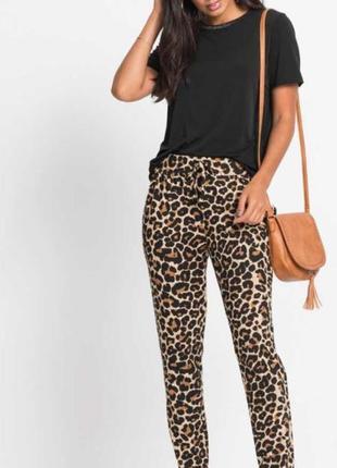 Трендовые стильные брюки в леопардовый принт bodyflirt