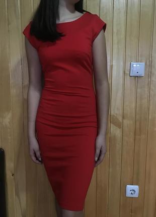 Красное платье итальянского бренда ivivi.