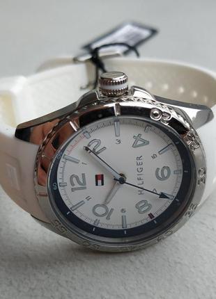 Часы с белым браслетом tommy hilfiger оригинал