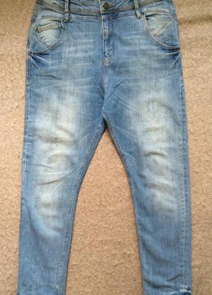 Джинсы с потертостями, джинсы bershka