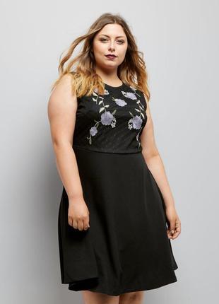 Чёрное платье расклешенное с вышивкой на груди new look, сарафан батал без рукавов,