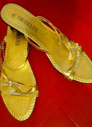 Босоножки-шлепанцы под золото. размер 40, стелька 25,5