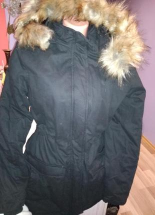 Супер новая зимняя куртка- парка ,с капюшоном карманы по бокам,крутая модель.