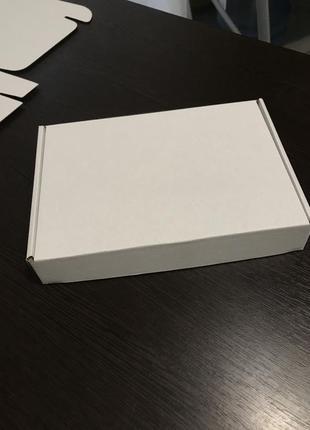 Коробка картонна біла