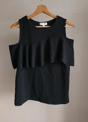 Черная майка блуза с воланом с открытыми плечами warehouse
