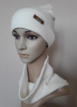 Красивый,яркий,уютный  белый комплект в рубчик:шапка и бафф,на флисе,52-56