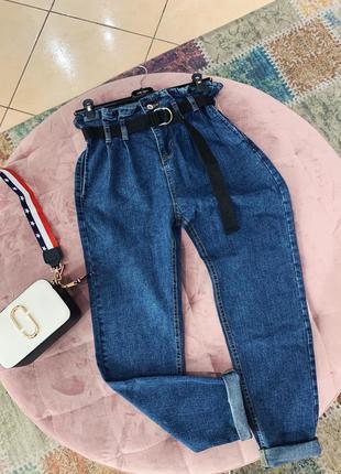 Стильные джинсы мом  с поясом в наличии скидка