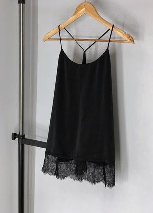 Сатиновая блуза в бельевом стиле с кружевом