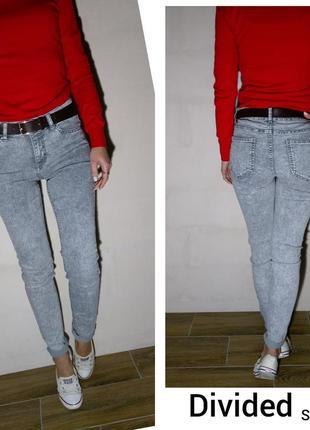 Красивые меланжевые джинсы divided