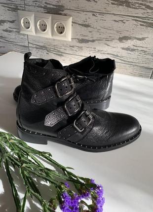 Крутые демисезонные ботинки стелька 23 см