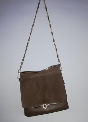 Двухсторонняя сумочаа с монжеством отделов (очень вместительная, как для своего размера)