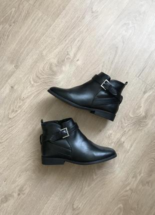 Ботинки jd williams продано