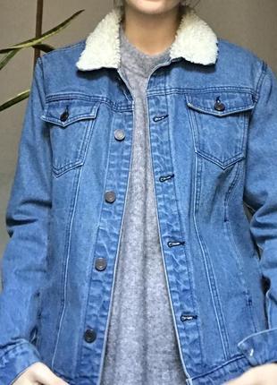 Джинсовая куртка с меховым воротником унисекс