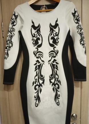 Костюм нарядный платье-футляр и пиджак с вышивкой