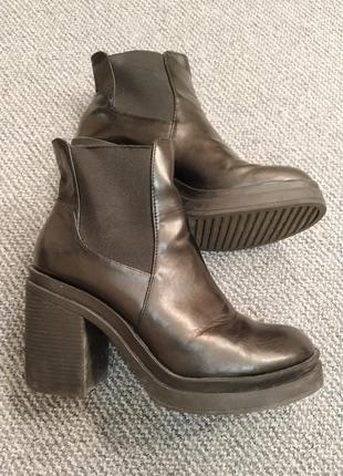 Массивные ботинки
