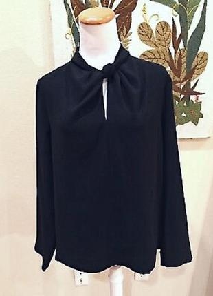 Чёрная минималистичная блуза с узлом на горловине cos