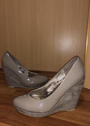 Лаковые туфли нм 40 размера {маломерки }