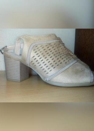 Нюдовые босоножки на блочном каблуке