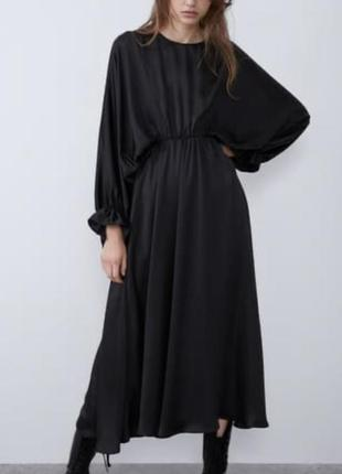 Об'ємне «атласне» плаття