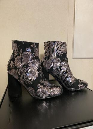 Ботинки с пайетками