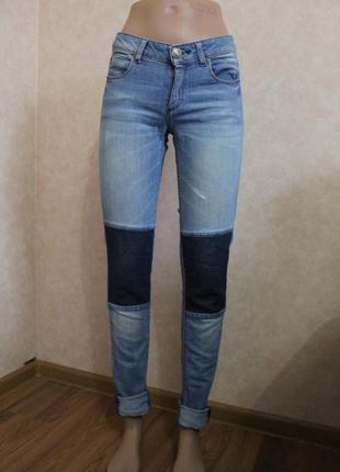 Ультрастильные джинсы скинни, фирменные