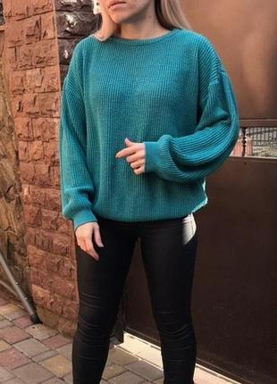 Красивый бирюзовый свитер с объемными рукавами