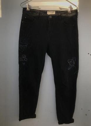 Деним джинсы с вышивкой reserved