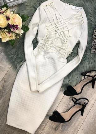 Стильное бандажное платье