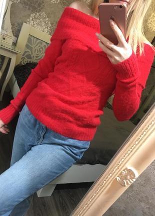 Очень нежный мягкий свитер с открытыми плечами