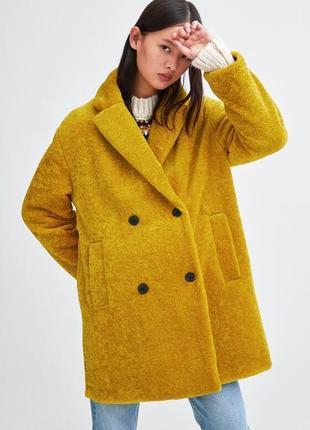 Теплая актуальная горчичная фактурная шуба шубка меховое пальто zara
