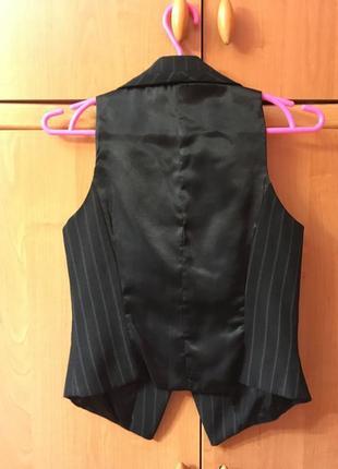 Жилетка костюмная строгая на рубашку в полоску3 фото