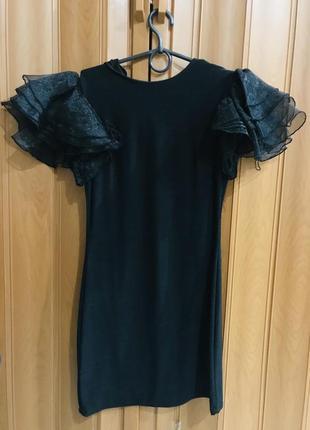 Платье чёрное с воланами