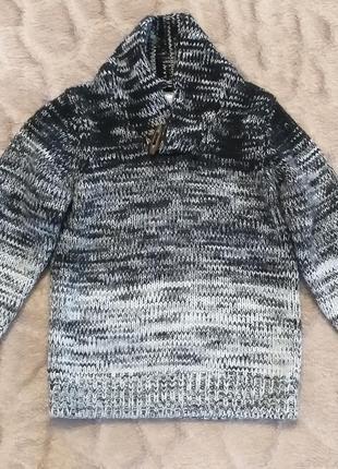 Стильный вязаный свитерок.