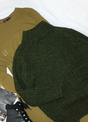 Крутой зелёный свитер