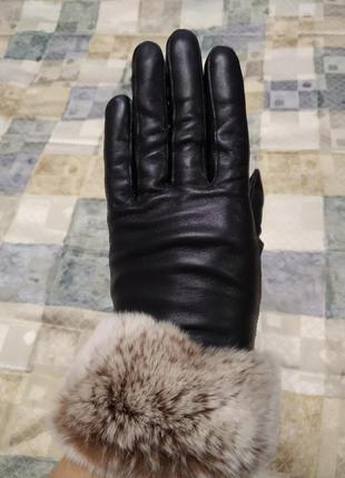 Оригинальные кожаные перчатки с натуральной опушкой