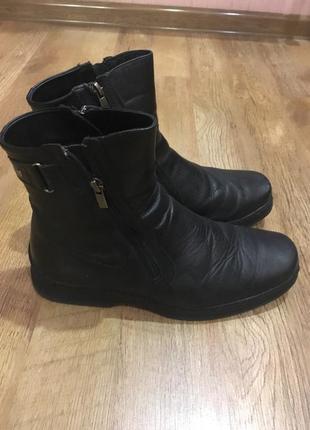 Черные кожаные сапоги с мехом внутри