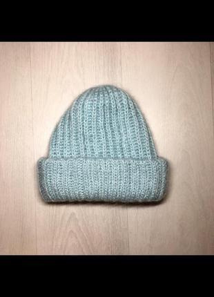 Новая вязаная шапка ручной работы