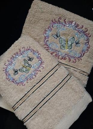 Набор махровых полотенец из 2 штук, банное и лицевое.