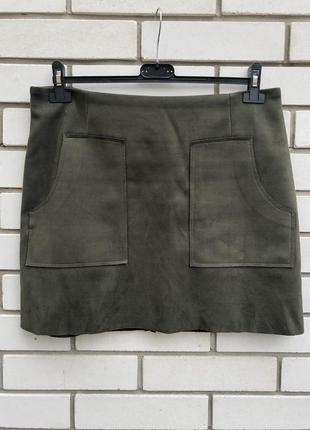 Плотная юбка- мини с накладными карманами под замшу. atmosphere