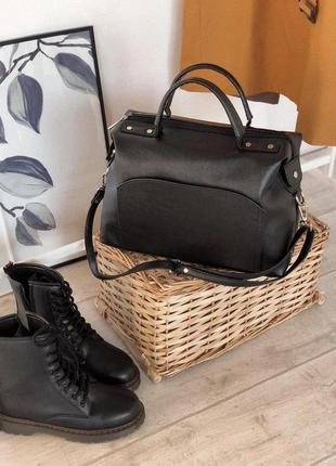 Женская  сумка -саквояж  с плечевім ремнем и ручками есть цвета