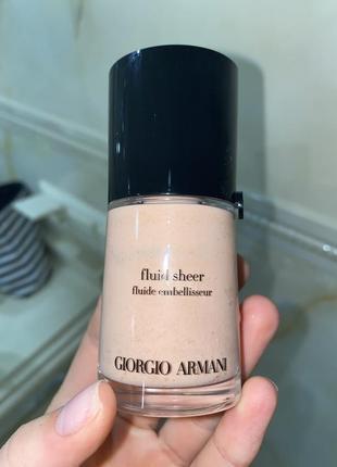 Тональный флюид для сияния кожи giorgio armani fluid sheer